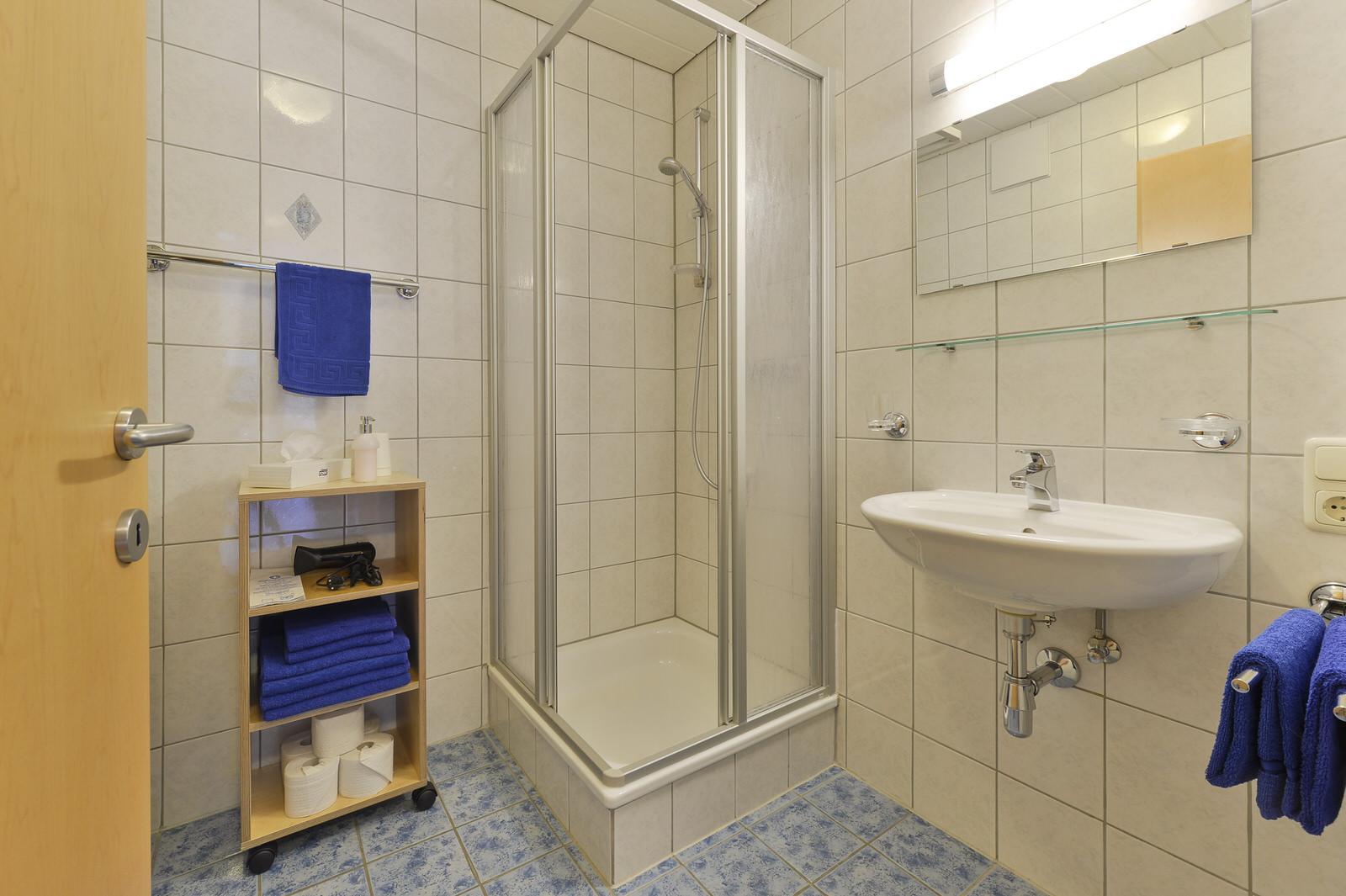 Top 3 haus anna appartements stuben langen am arlberg for Badezimmer yedisu